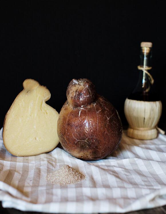 Caciocavallo-Barricato-formaggio-latte-crudo-biologico-gregorio-rotolo-scanno-abruzzo