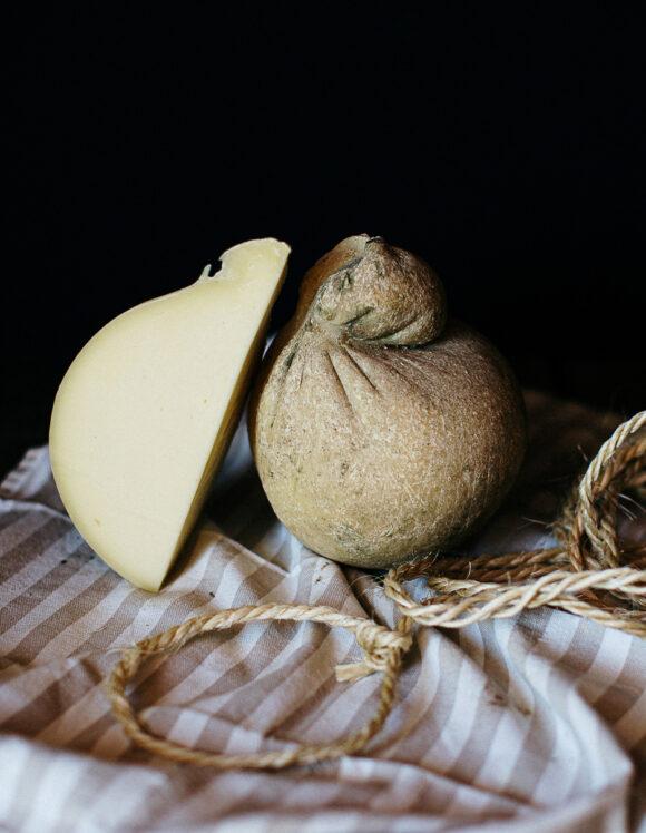 Caciocavallo-classico-latte crudo-pascolo-gregorio-rotolo-scanno-abruzzo